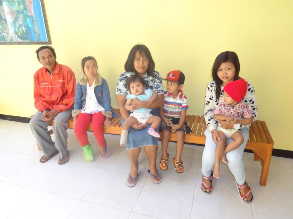 Kinderen vanuit de kliniek naar ziekenhuis Surabaya